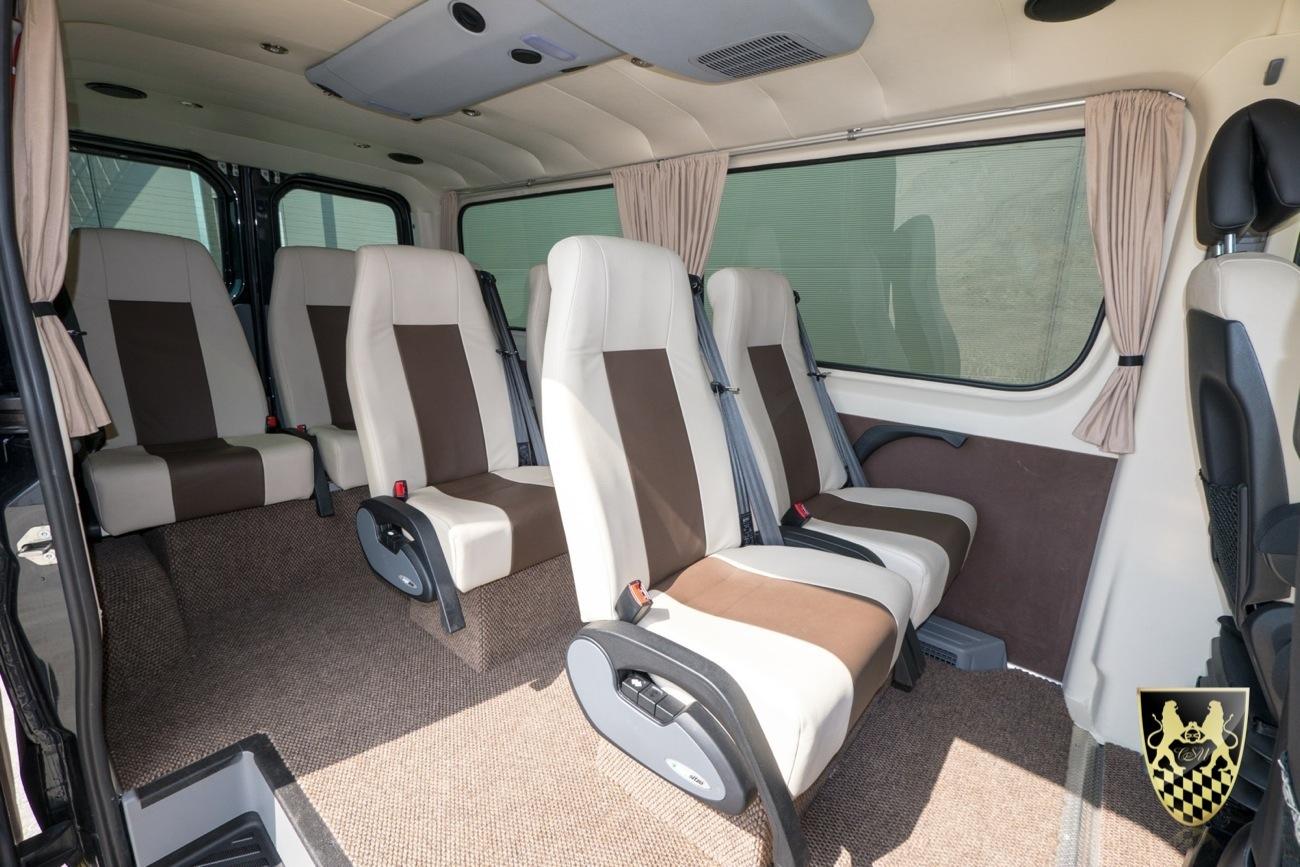 kleinbus f r bis zu 7 personen chauffeurservice munich. Black Bedroom Furniture Sets. Home Design Ideas