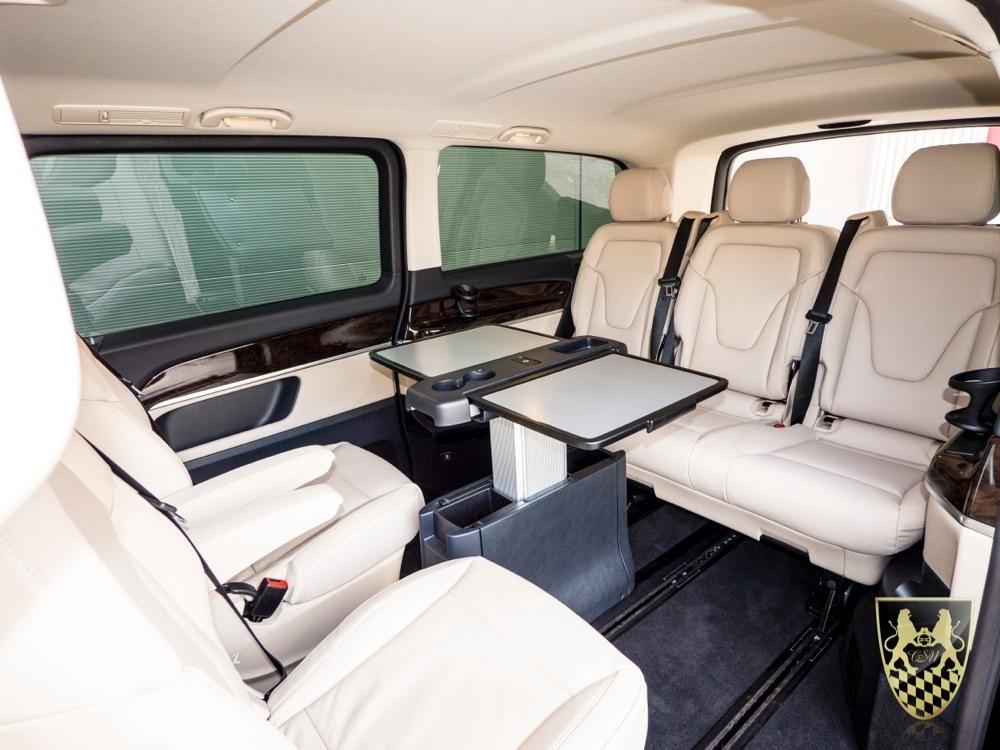 mini van oder kleinbus vom chauffeur und limousinenservice. Black Bedroom Furniture Sets. Home Design Ideas