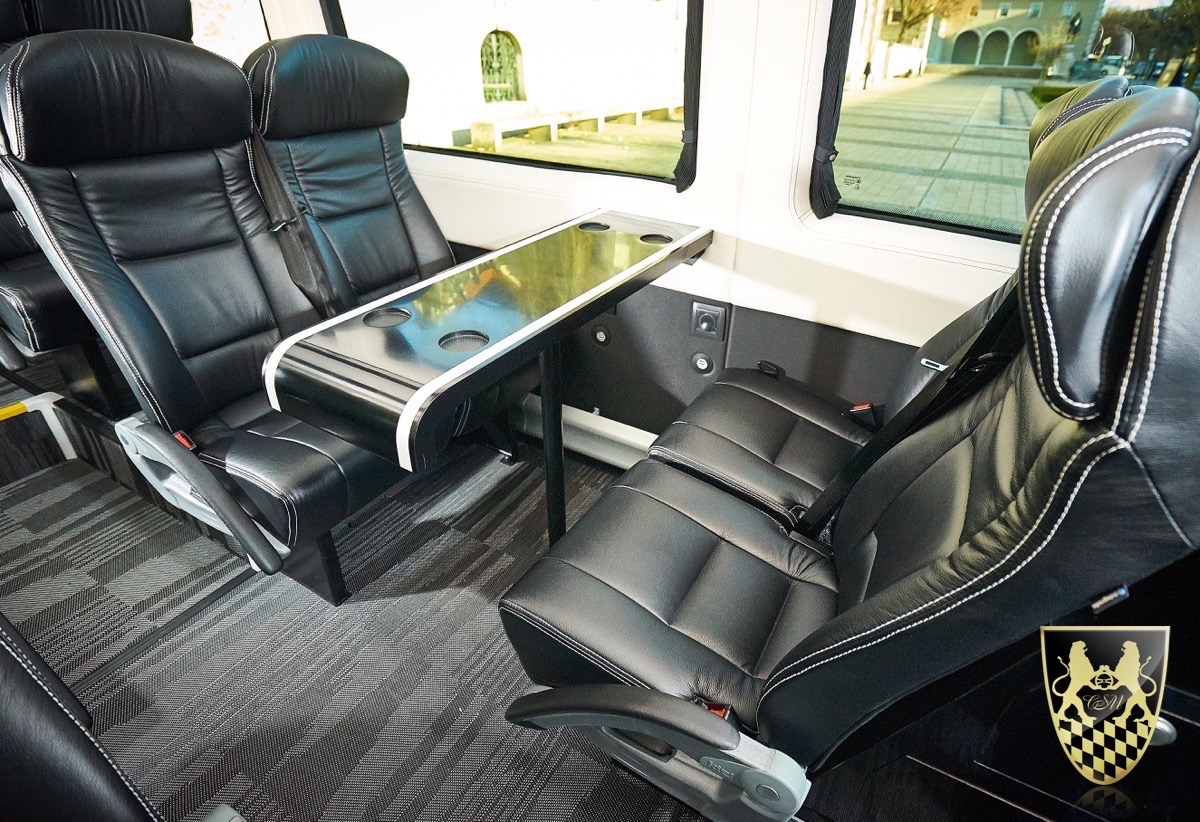 reisebus f r 16 personen mit chauffeur vom limo service. Black Bedroom Furniture Sets. Home Design Ideas