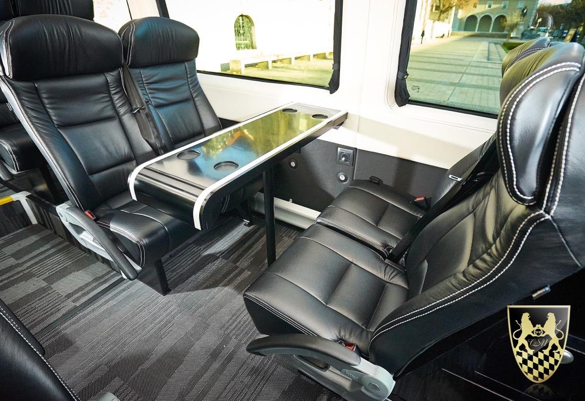 Bus-fuer-16-Personen